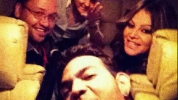 Mexicano estrela pop Jenni Rivera e sua equipe eram só sorrisos antes de seu avião particular caiu e matou todos eles.