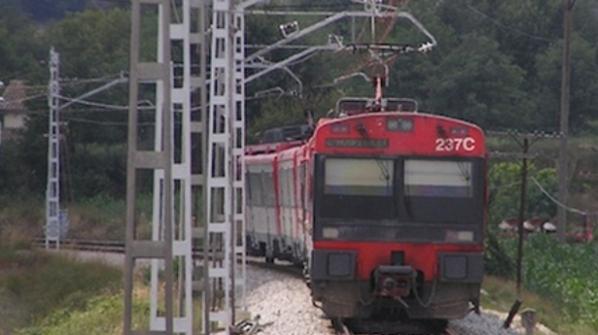 Não pensar sobre sua segurança, um homem de 21 anos de idade, em Jaén, Espanha subiu em cima do trem e foi eletrocutado até a morte.