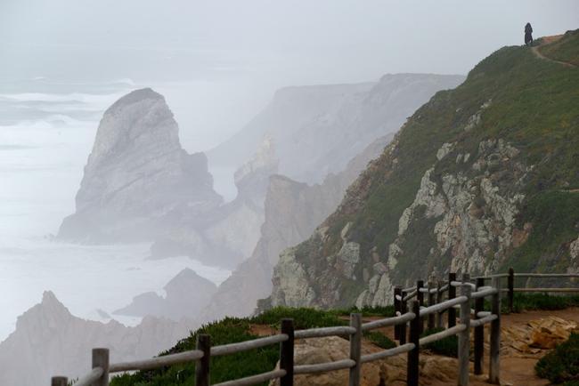 Aviso aos turistas: APolish casal em férias em Portugal caiu para a morte, tendo selfies a esta penhascos retratado do Cabo da Roca.